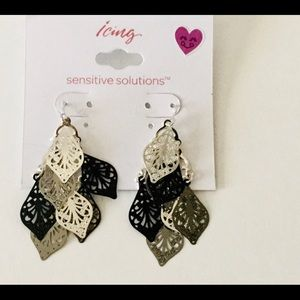 Sensitive Solutions Earrings Silver Black Dangle